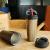ロックボタンの男性保温カップのコーヒーカップの蓋付きオフィスの女性用水杯学生用コップにストローをつけて字を彫って黒540 mlを注文します。